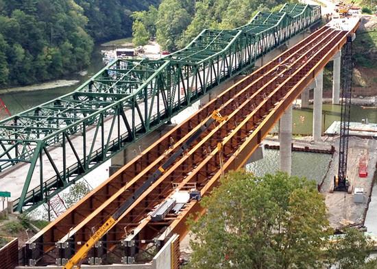 Lilly Bridge 03.jpg