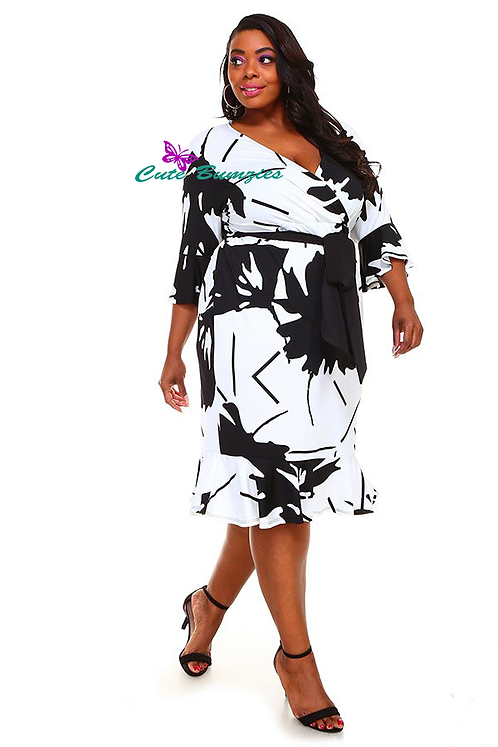 Plus Size Black and White 3/4 Sleeve Dress with Flare Hem 4XL-6XL