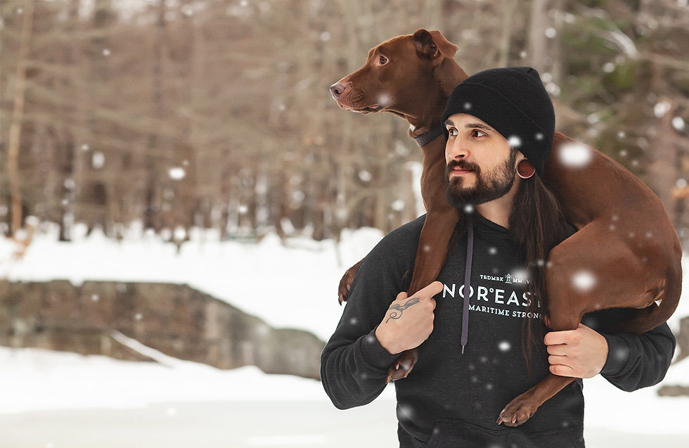 Noreaster-signature hoodie in dark grey on man carrying dog in the snow
