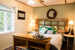 West bedroom - queen bed