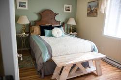 East bedroom - queen bed