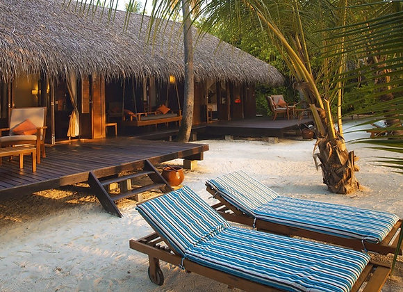 Medhufushi Island Resort 4 Nights in Beach Villa