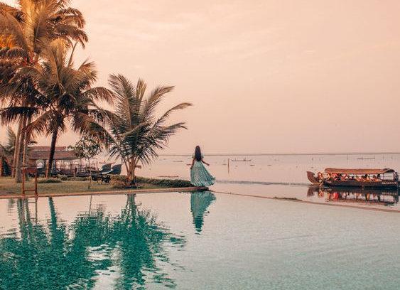 Super Luxury Kerala with Kochi Munnar Thekkeday & Alleppey