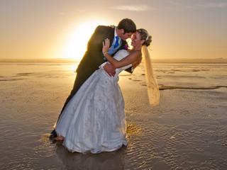 Casamento na praia: 5 dicas essenciais para escolher seu vestido de noiva