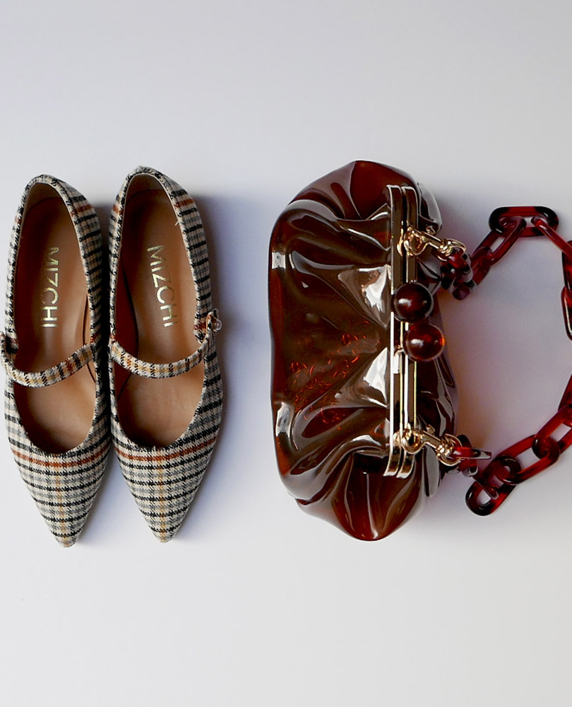 Off-figure styling Pretty Small Shoes