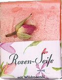 Handgemachte Rosen-Seife mit Rosenblüte