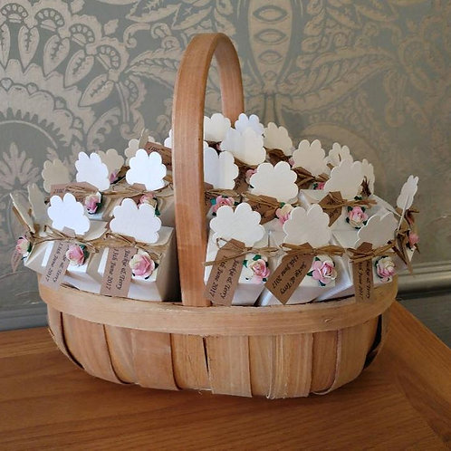 25 Confetti Cones with Oval Basket,Raffia Ties with Personalised Tag
