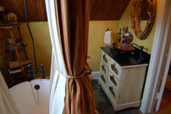 Quincy Room - Bathroom2