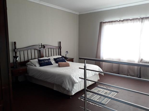 Apartment Room 1.jpg