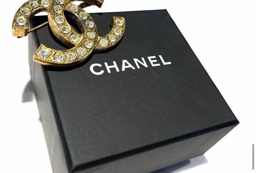 Vintage Chanel CC Crystal Pin