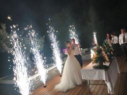 Arrivée du Wedding cake sous une fontain