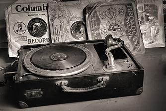 record-player-2774900_1920.jpg