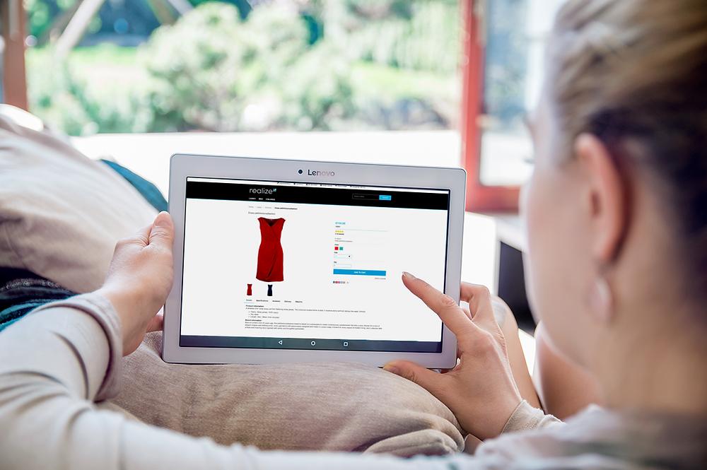 customer shopping B2C fashion ecommerce
