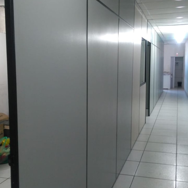 ampliação de salas de escritório com divisórias.
