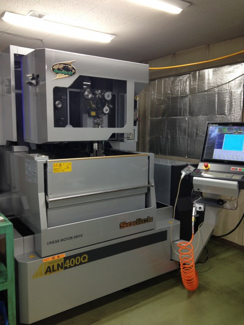 ALN400Q 高精度ワイヤ放電加工機