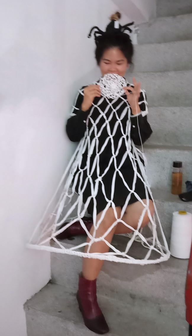tzu.fen.lin_fiberart_spiderweb_costume_2