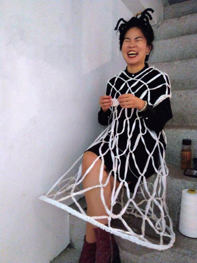 tzu.fen.lin_fiberart_spiderweb_costume_1
