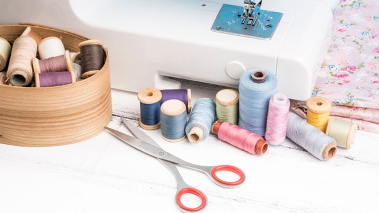 sewing-machine-supplies-with-copy-space_