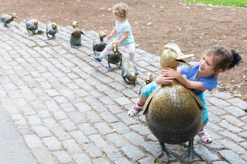kids playing duck sculpture Boston_shutt