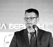Andriy%20Pogorelyi%203_edited.jpg