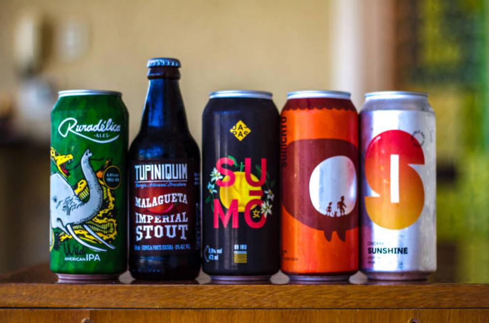 Novas cervejas no mercado, cerveja com adjunto, lançamento de cerveja feita por mulher, cerveja ácida, novatos no mercado. Uma foto que pode gerar assunto eterno em um dia de chuva na internet. Todas cervejas sensacionais e bem feitas. Ruradélica, Tupiniquim, Japas, Suricato, Croma. Foto: Bia Amorim