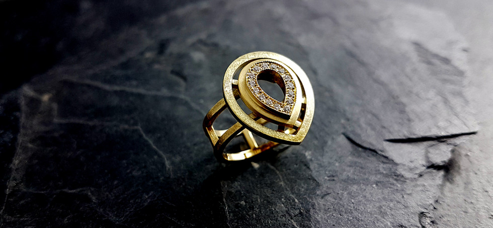 Ring aus 585/- Gelbgold mit Brillanten im Verschnitt gefasst