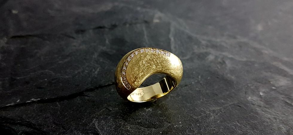 Ring aus 585/- Gelbgold mit Brillanten