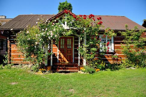 Bzownik - duży drewniany dom