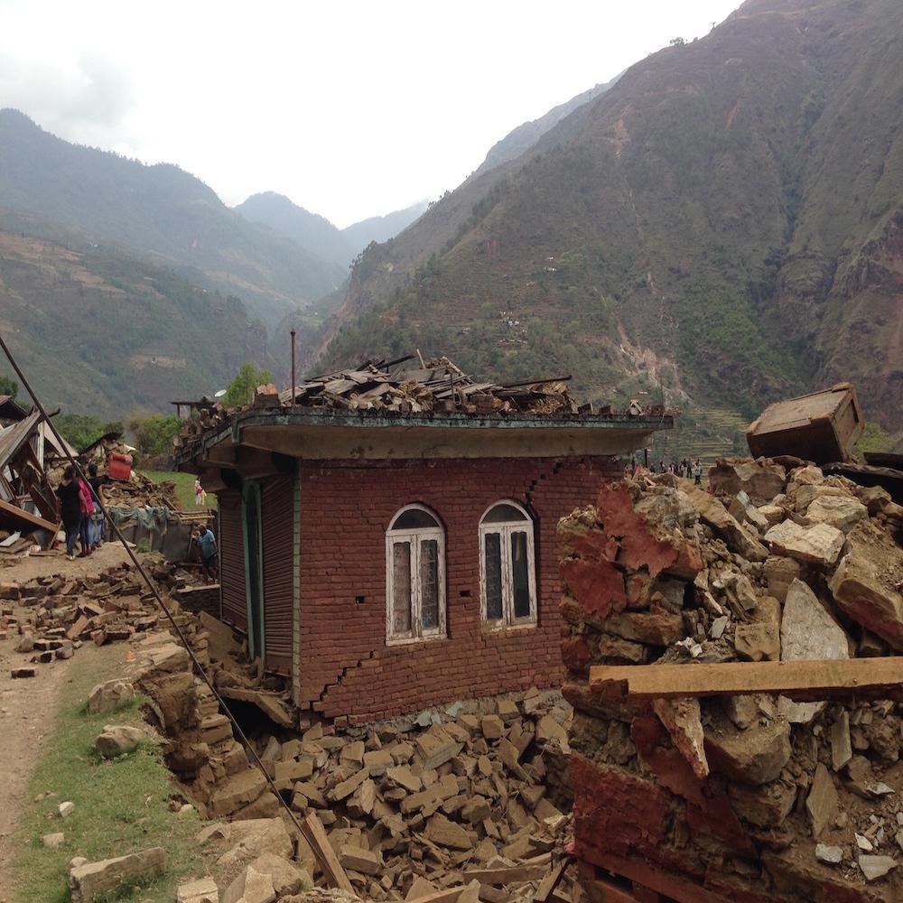 7-nhà cửa đổ nát của dân làng bên sông Koshi - 1