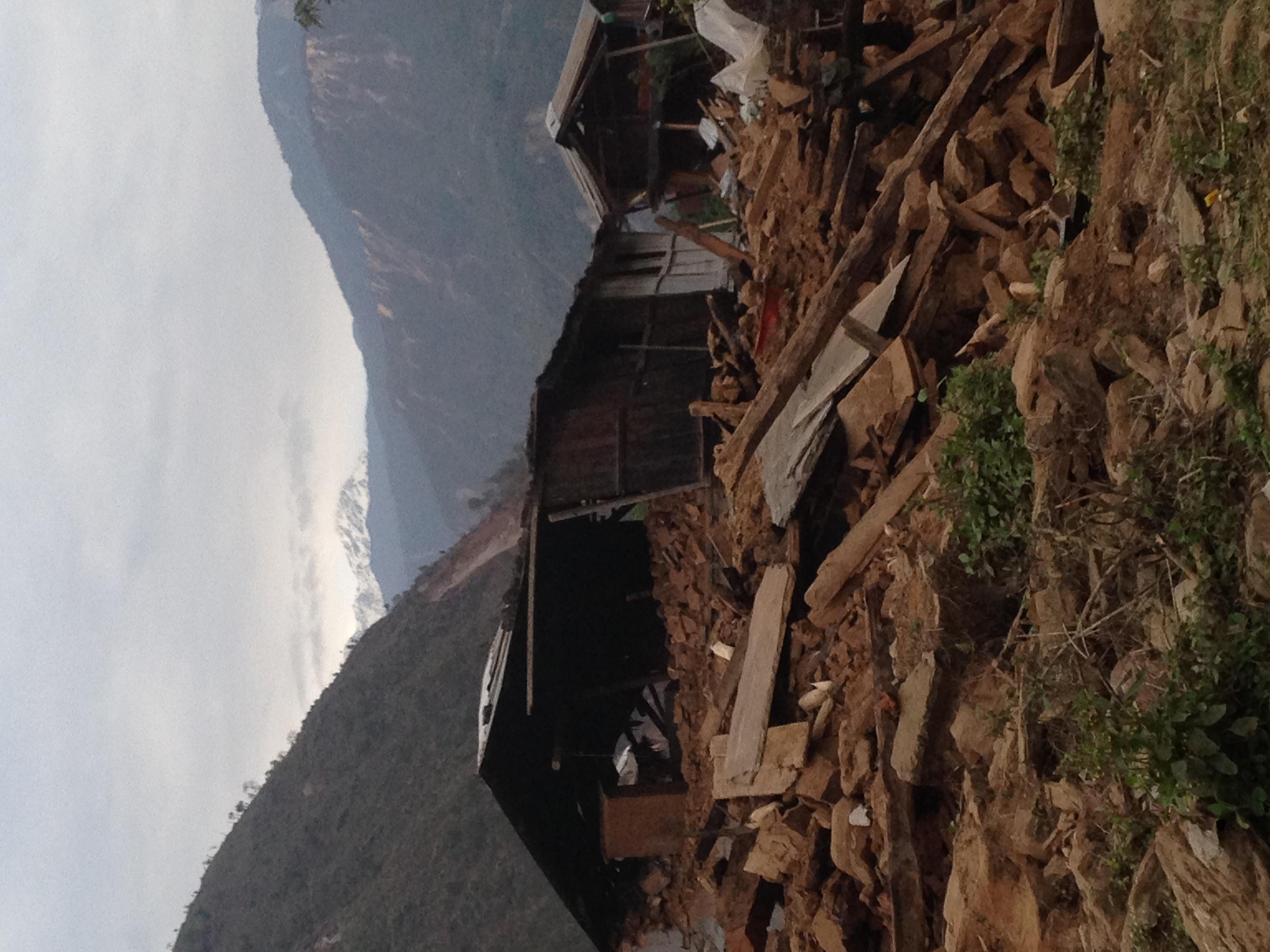 6-nhà cửa đổ nát của dân làng bên sông Koshi - 5