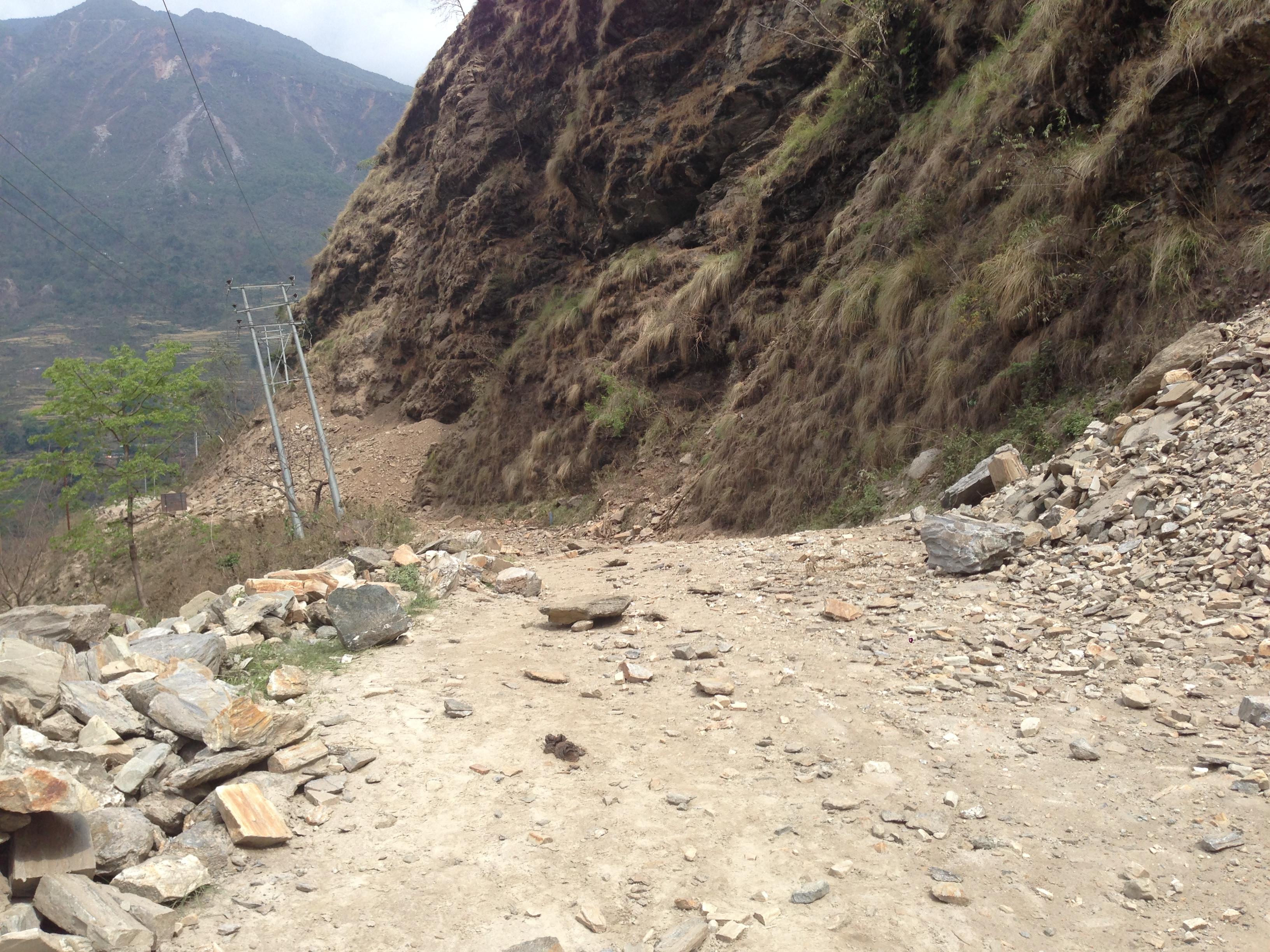 11-đường núi đá lở
