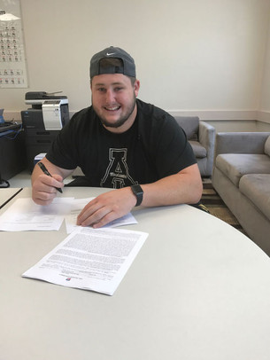 Collins signs contract with Rams