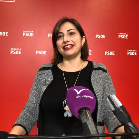 Infraestructuras obliga a María García,en el final de su embarazo,a ver expedientes presencialmente