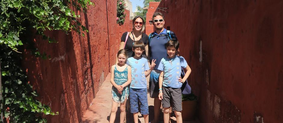 Découverte d'Arequipa en famille, une ville magnifique au Pérou.