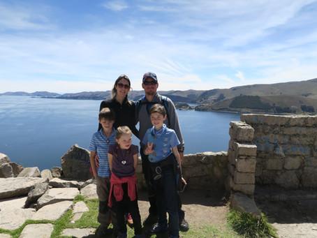 Copacabana en famille sur les bords du lac Titicaca.