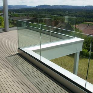 Terrasse mit Glasgeländer