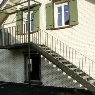 Anbau Aussentreppe, Metallanbau in Zusammenarbeit mit Koller Metallbau.