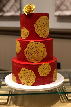 Red & Gold 3-Tiere Cake