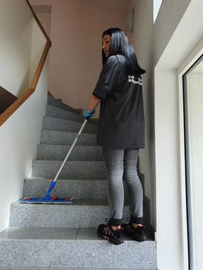 Periodische Reinigung der Treppenhäuser