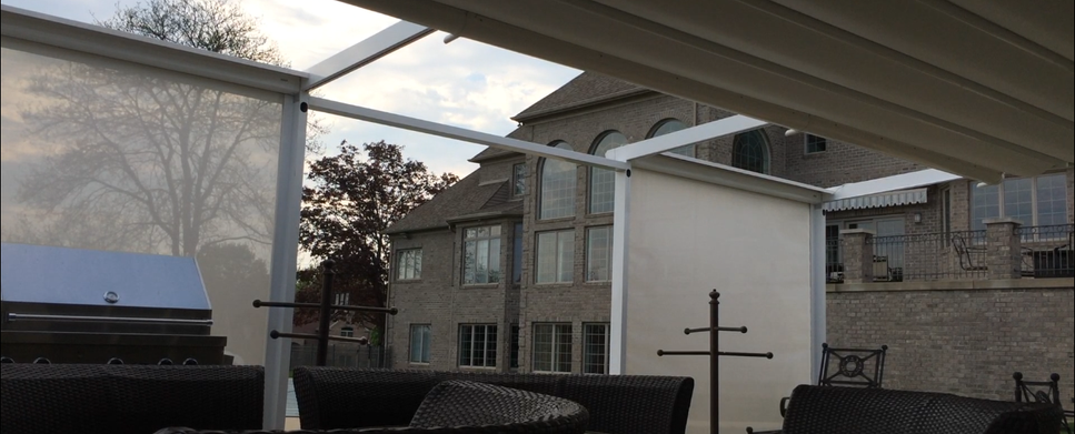 Retractable roof with integrated drop screens