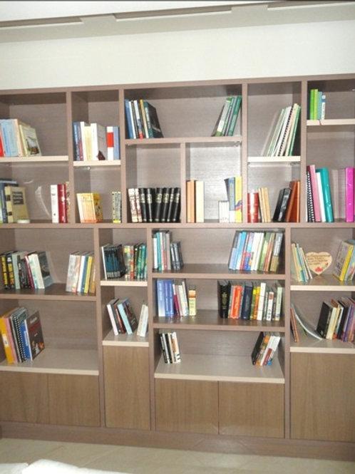 Βιβλιοθήκη απο Δρύς  με λακαριστά ράφια