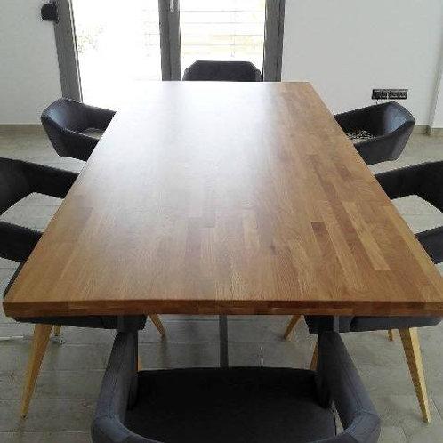 Τραπέζι με σιδερένια βάση και επιφάνεια απο μασίφ ξύλο Δρυός