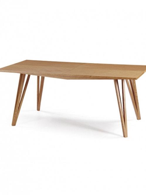 Τραπέζι με ξύλινα πόδια και μασίφ επιφάνεια