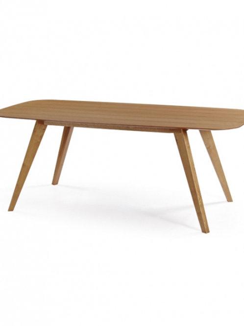 Τραπέζι με ξύλινα πόδια και μασίφ επιφάνεια οξυάς