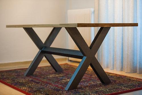 """Τραπέζι με σιδερένια βάση """"Χ"""" και επιφάνεια απο μασίφ ξύλο Δρυός"""