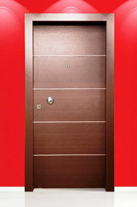 Θωρακισμένη Πόρτα με ίνοξ στοιχεία