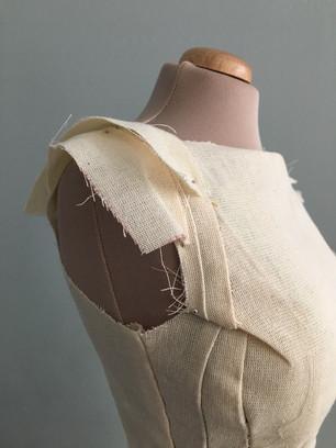 Confección y diseño de pendas de Alta Moda para uso de imagen corporativo