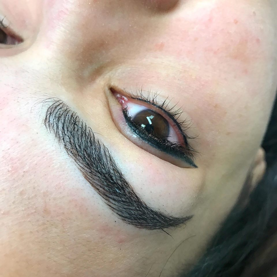 3D Eyebrows and Eyeliner