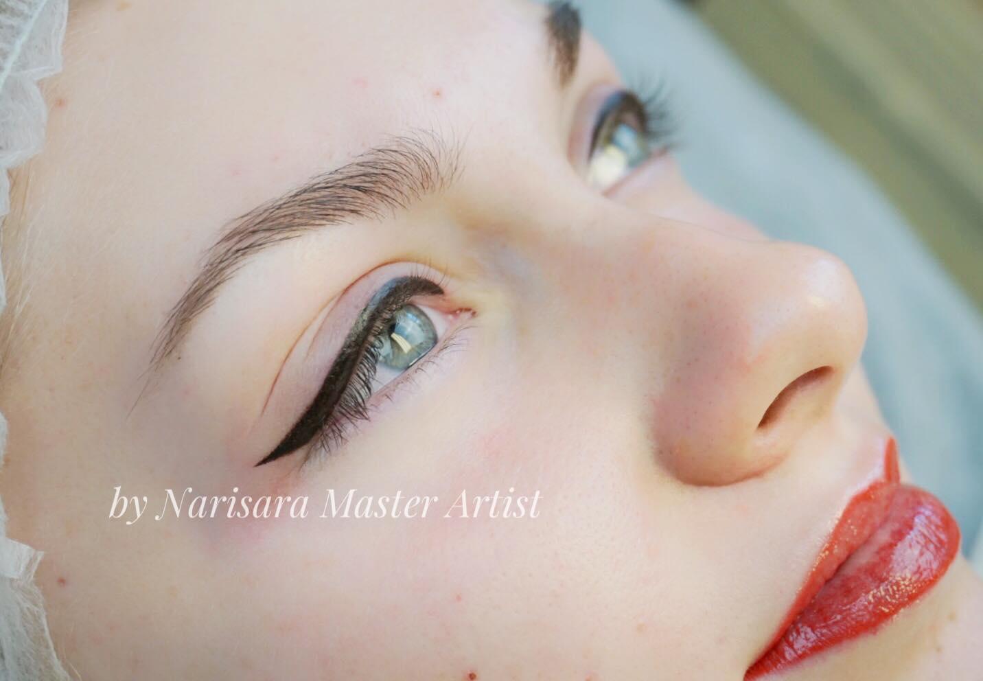 eyeliner& Full Lip