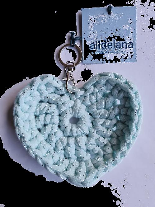 Herzförmiger Schlüsselanhänger, MINT, gehäkelt, handmade